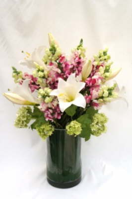 db_Flower_Illusions_snapdragons_and_lilies