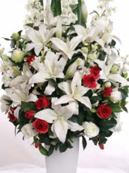 db_Copy_of_large_arrangement_with_red_roses