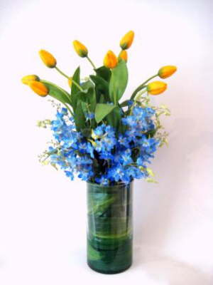 db_flower_illusions_yellow_tulips_and_blue_delphinium